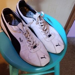 Mens white Puma sneakers w/ black stripe